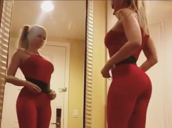 Noelia causa revuelo al mostrar sus curvas en un ajustado atuendo