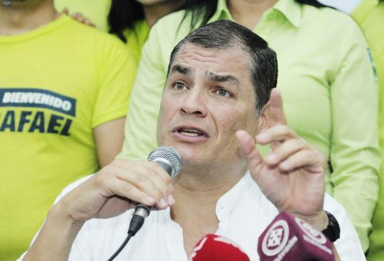 Rafael Correa ya está en Ecuador para hacer campaña por el NO