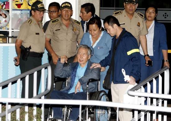 El indultado Alberto Fujimori se reúne con sus hijos tras recibir alta médica
