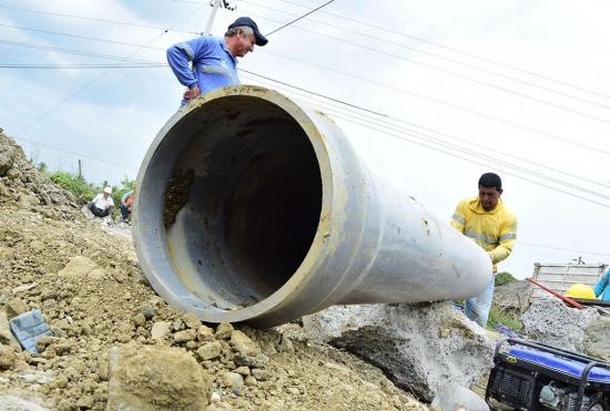 El servicio de agua les llega de a poco en Rocafuerte