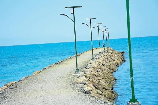 Los espigones ganan playas en Manta