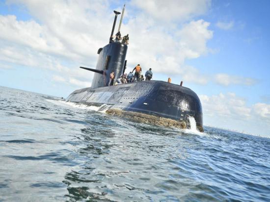 Informan a familiares de la tripulación sobre búsqueda de submarino