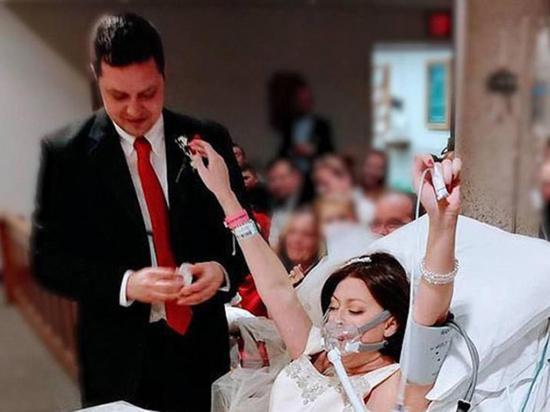 Joven con cáncer se casó horas antes de morir