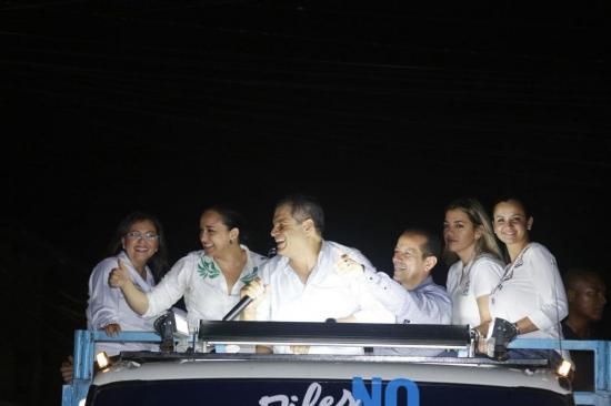 Correa dirige en persona campaña por el No en la consulta popular