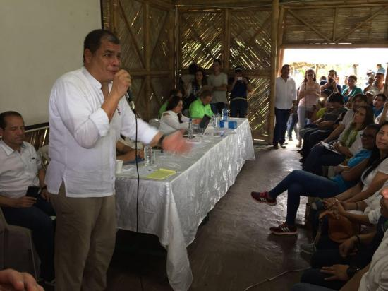 Consulta popular: Correa realiza campaña por el no en Manabí