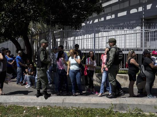 Maduro ordena bajar los precios