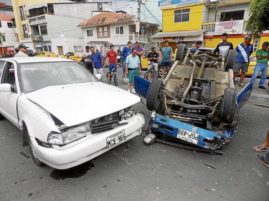 Choque y vuelco en la Bolivariana