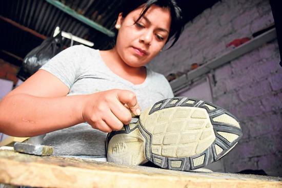 Marisol, la zapatera