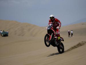 Las dunas emocionan en el Dakar