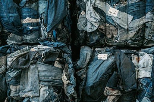 Fundación española recoge 18.200 toneladas de ropa donada en 2017