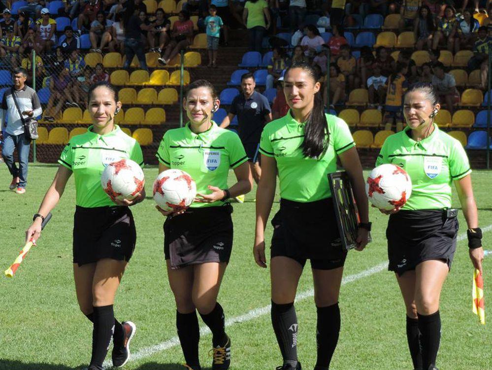 Árbitras llegan a Ecuador y van a pruebas para Sudamericano femenino Sub'20
