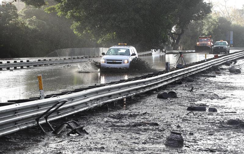 California busca a los desaparecidos por las riadas tras hallar 15 cadáveres