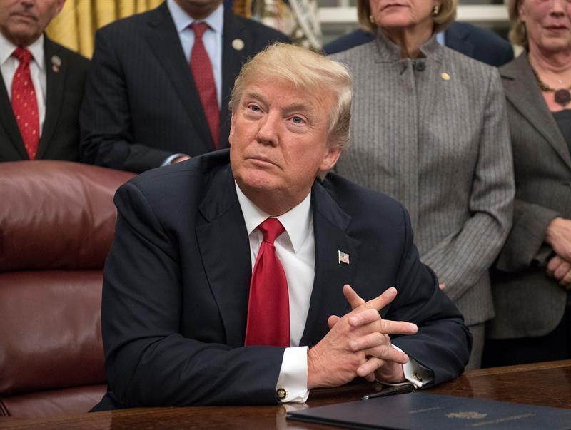 Trump no aclara si permitirá que le interroguen por la trama rusa