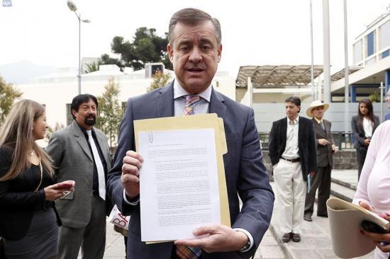 Páez denuncia a ministro De la Torre por peculado en la Fiscalía