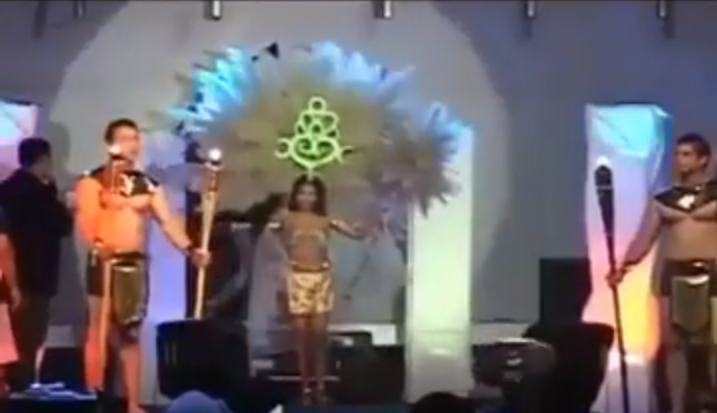 Susto en certamen de belleza al incendiarse parte del traje típico de una candidata