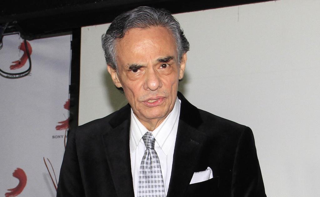 El cantante mexicano José José es hospitalizado, pero está fuera de peligro