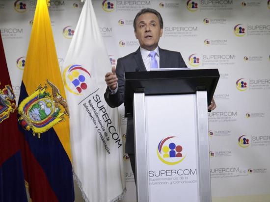 Ochoa presenta pruebas de descargo ante la Contraloría