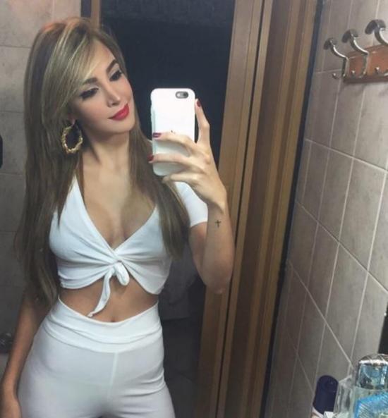 Reina de belleza es criticada tras fingir en Instagram que 'viaja' por el mundo