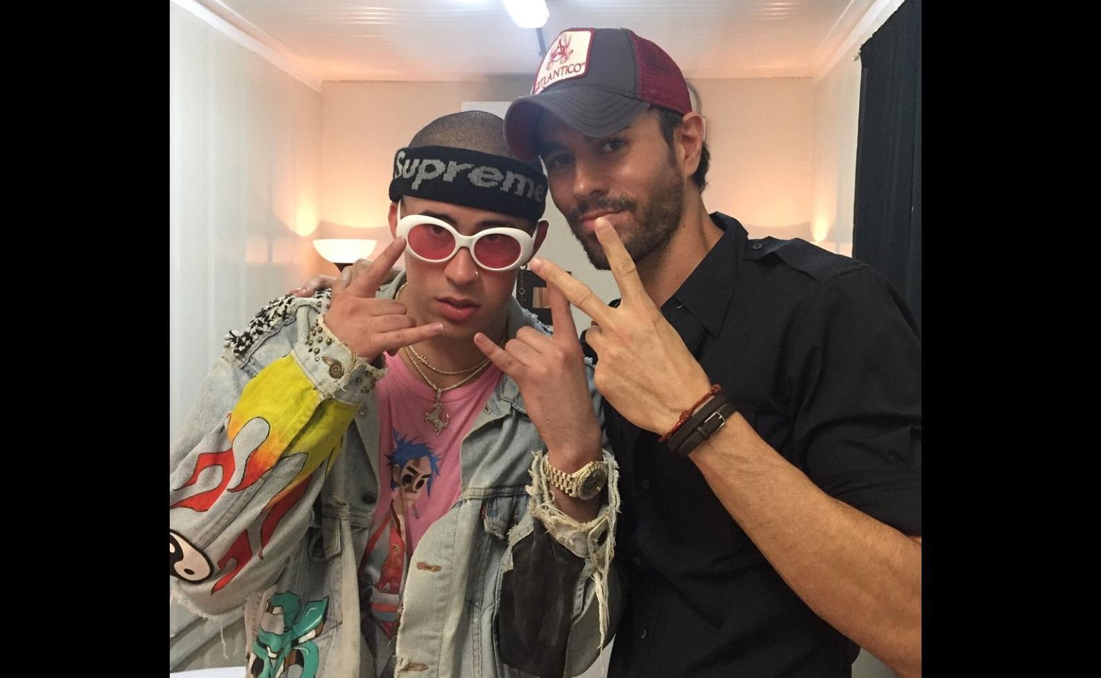 Enrique Iglesias y Bad Bunny sorprenden con su nuevo tema musical 'El Baño'