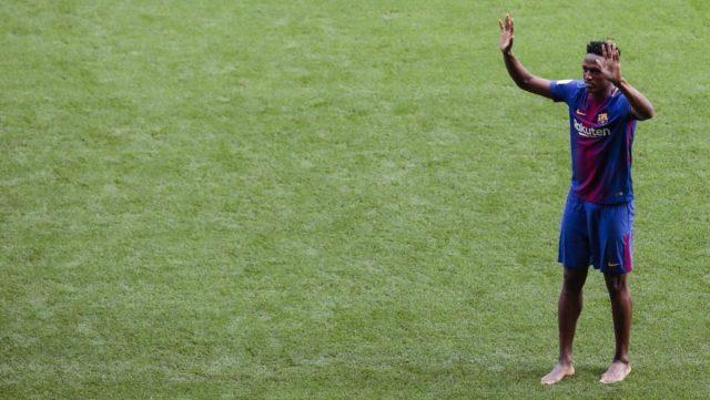 Yerry Mina pisó el césped del Camp Nou con sus pies descalzos