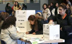Más de 176.000 ecuatorianos en España podrán votar en la consulta popular