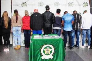Detienen en Colombia a delegación deportiva cubana con 25 celulares robados