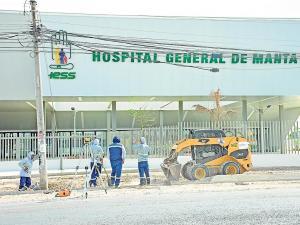 El hospital de IESS inicia la atención  con dos servicios