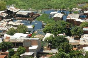 Río Paraguay llega a nivel 'crítico' en Asunción con 5.000 personas evacuadas