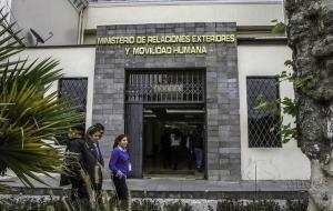 Ecuador anuncia a embajadores en China, Paraguay y salida del de Bolivia