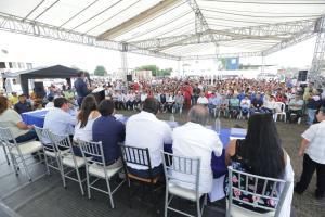 Vicepresidenta Vicuña entrega 112 viviendas a damnificados en Jaramijó