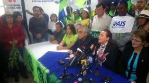 Canciller María Fernanda Espinosa participa en 'limpieza espiritual' en sede Alianza PAIS