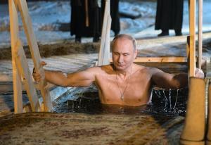 Vladímir Putin se sumergió en aguas heladas para celebrar la Epifanía ortodoxa