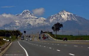 Ecuador ofrecerá la construcción de 23 corredores viales en marzo