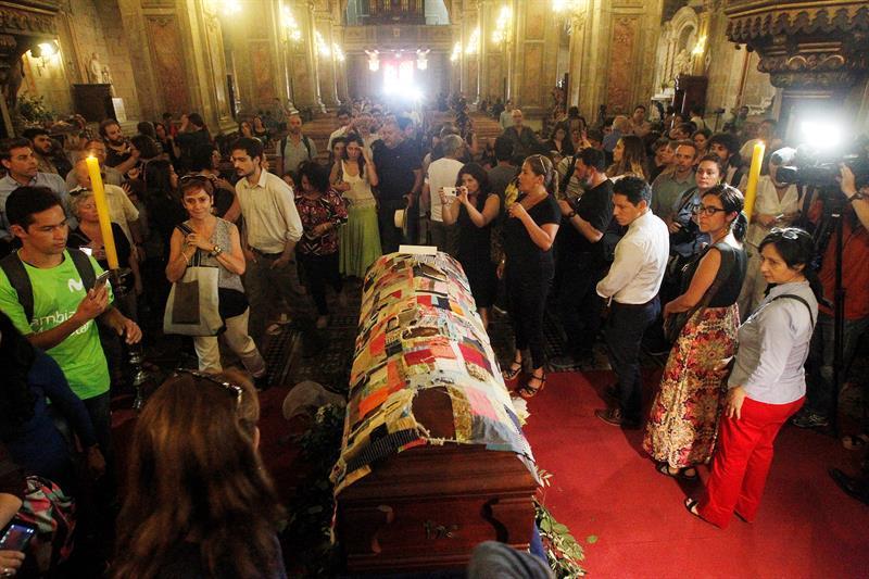 El funeral del poeta Nicanor Parra se realiza en su pueblo junto al mar