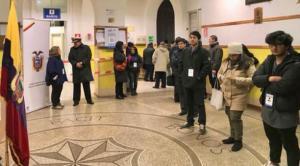 Los ecuatorianos de Roma participan en la consulta en un ambiente festivo
