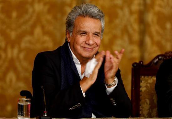 Moreno convoca a poderes del Estado para defender su consulta ante organismos