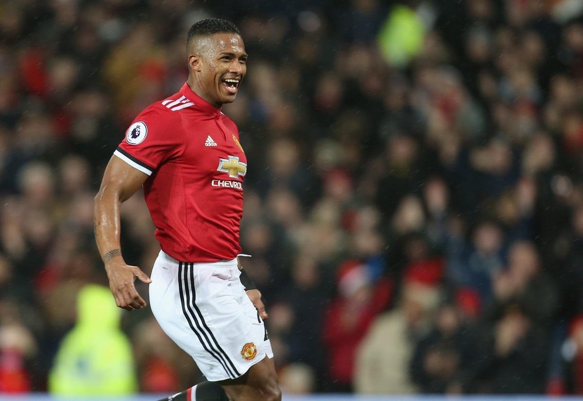 Gol del 'Toño' Valencia fue escogido como el mejor del mes en el Manchester United