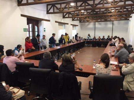 Líderes sociales de Colombia abordan con ELN cómo encarrilar diálogo en Quito