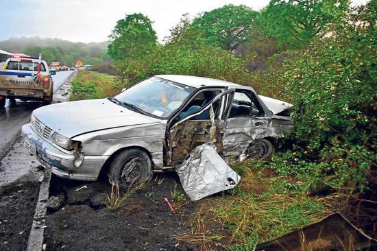 5 vehículos quedan con daños tras chocar en el mismo lugar