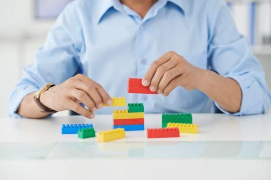 Hacer que tu hijo juegue con legos podría convertirlo en un ingeniero o científico