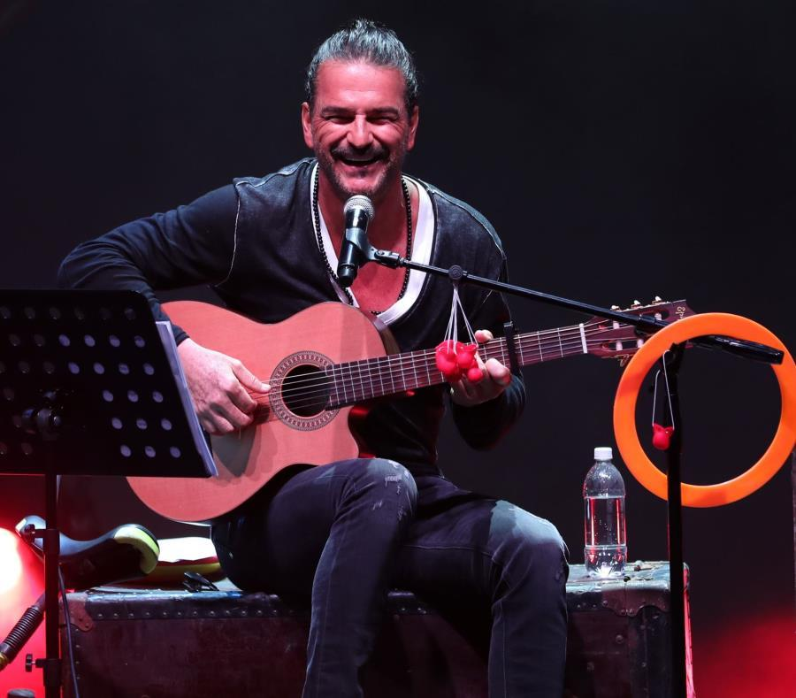 Arjona se presenta en Puerto Rico tras aplazar concierto en octubre por huracán