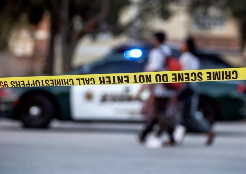 Joven mata a 17 personas en escuela de Florida en una nueva masacre en EE.UU.