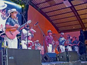 Peguche y Otavalo tienen mas que  música andina
