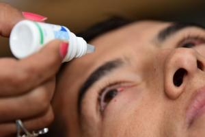 """La enfermedad de los """"ojos rojos"""", la conjuntivitis, se toma las redes sociales"""