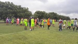 Amistoso entre Manta FC y Liga (P) es suspendido por pelea entre dos jugadores