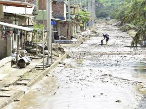 MANABÍ: El lodo invade pueblos y los ríos se desbordan