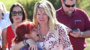 Suspenden a un policía que estaba en escuela durante matanza en Florida y no entró