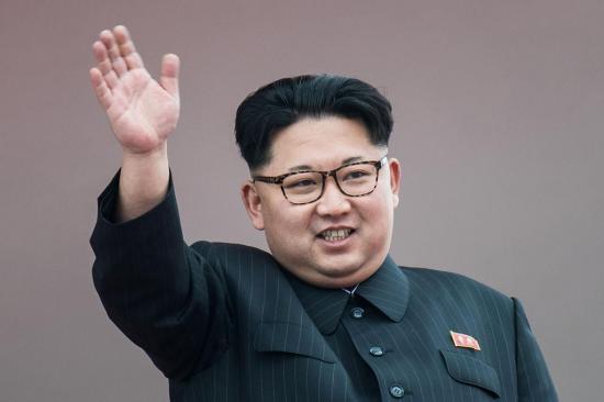 Kim Jong-un propone a Trump una reunión y suspender su programa nuclear