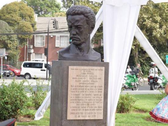 Juan Montalvo, honrado con un busto