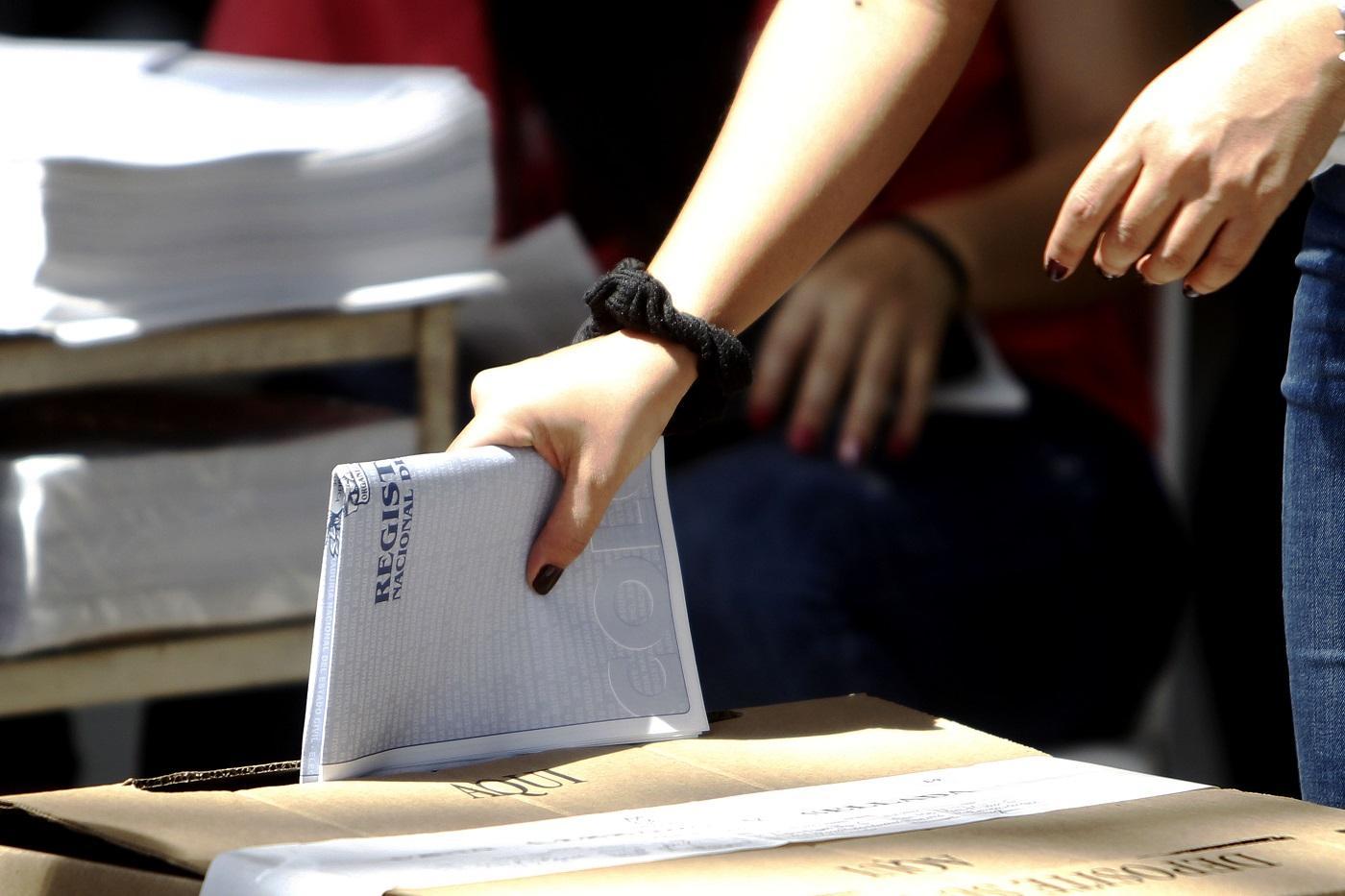 Colombia sufraga, las FARC por primera vez se miden en las urnas